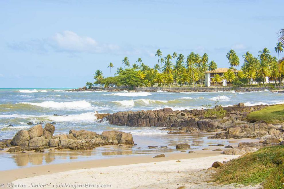 Imagem das pedras e das onda na praia-Praia Back Door-Ilheus-Bahia-BA