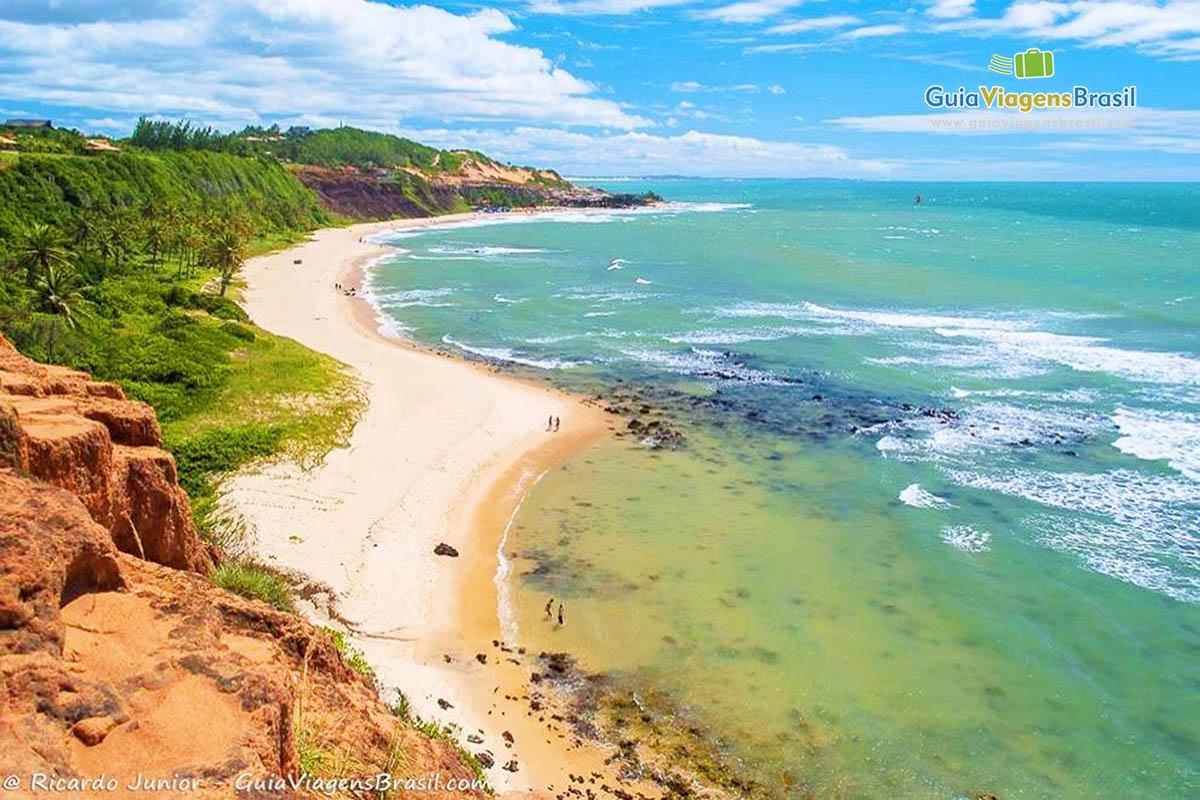 Praia do Amor vista do mirante, em Tibau do Sul, RN.