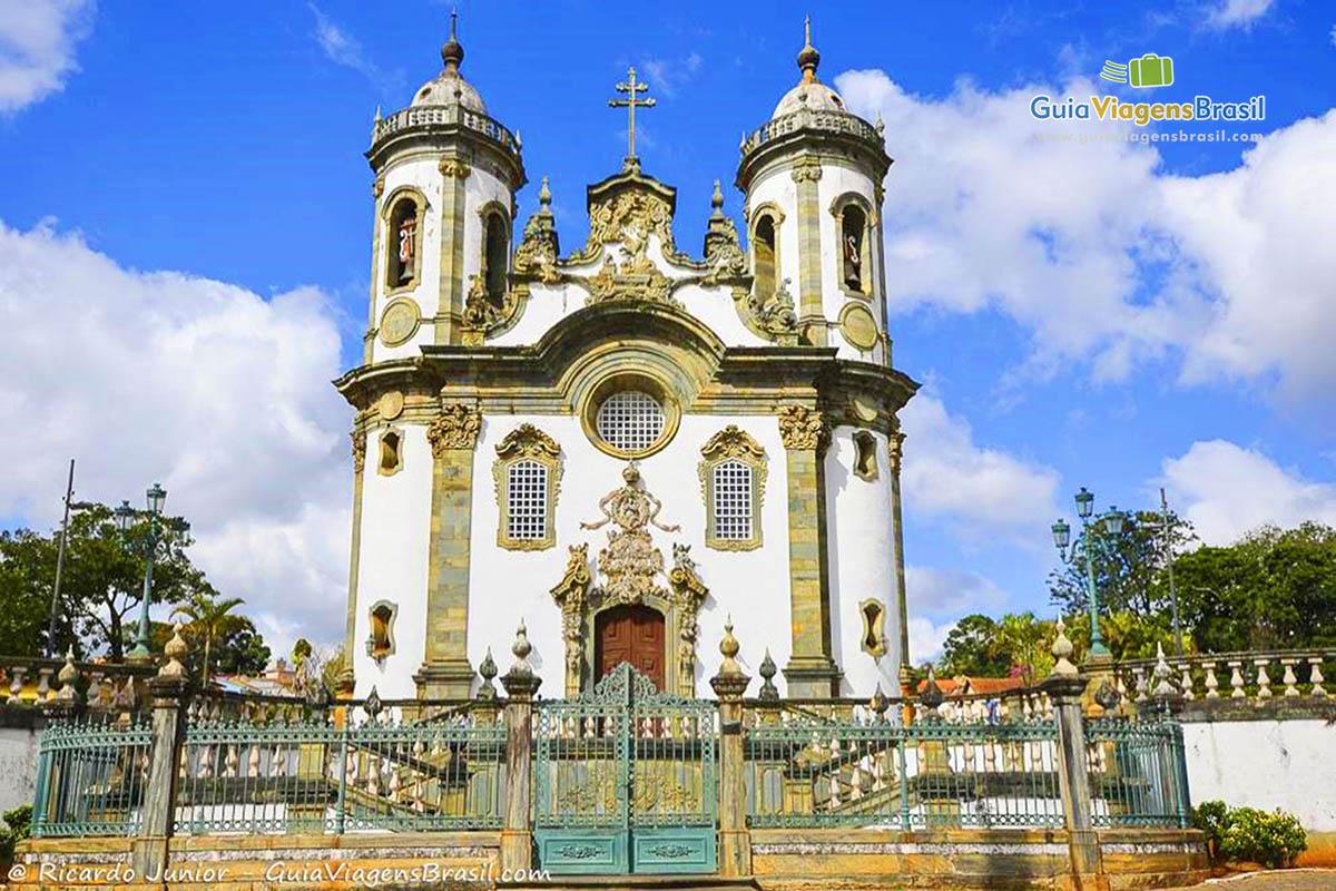 Foto da Igreja de São Francisco de Assis, que é o verdadeiro cartão postal de São João Del Rei, MG.