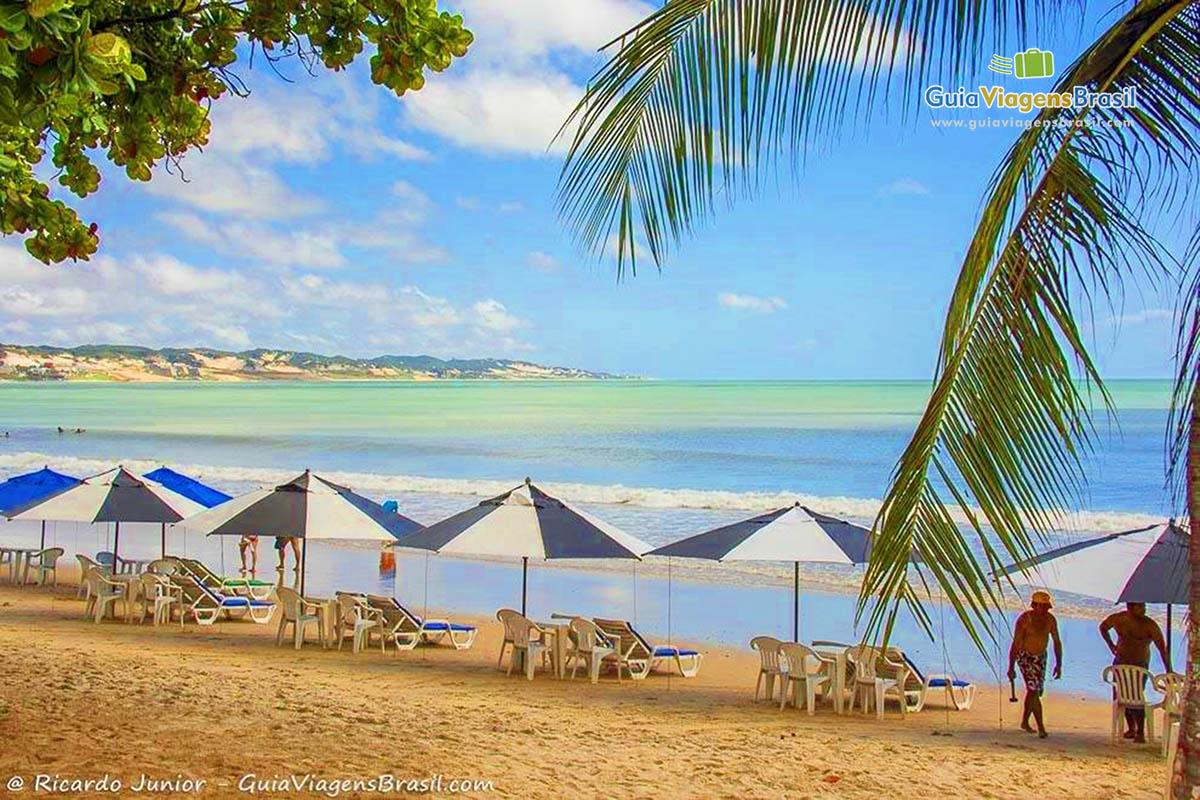 Foto do mar da Praia de Ponta Negra.