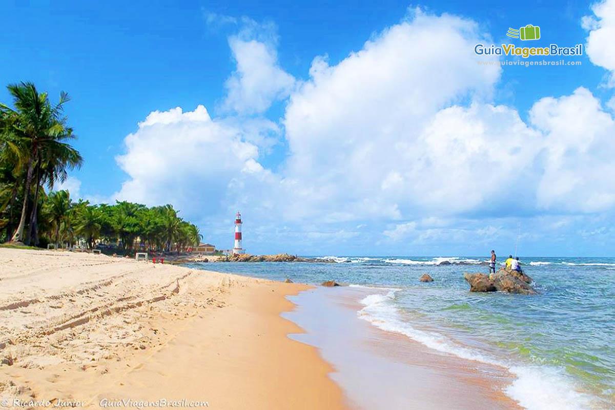 Foto da orla da Praia de Itapuã, Salvador.