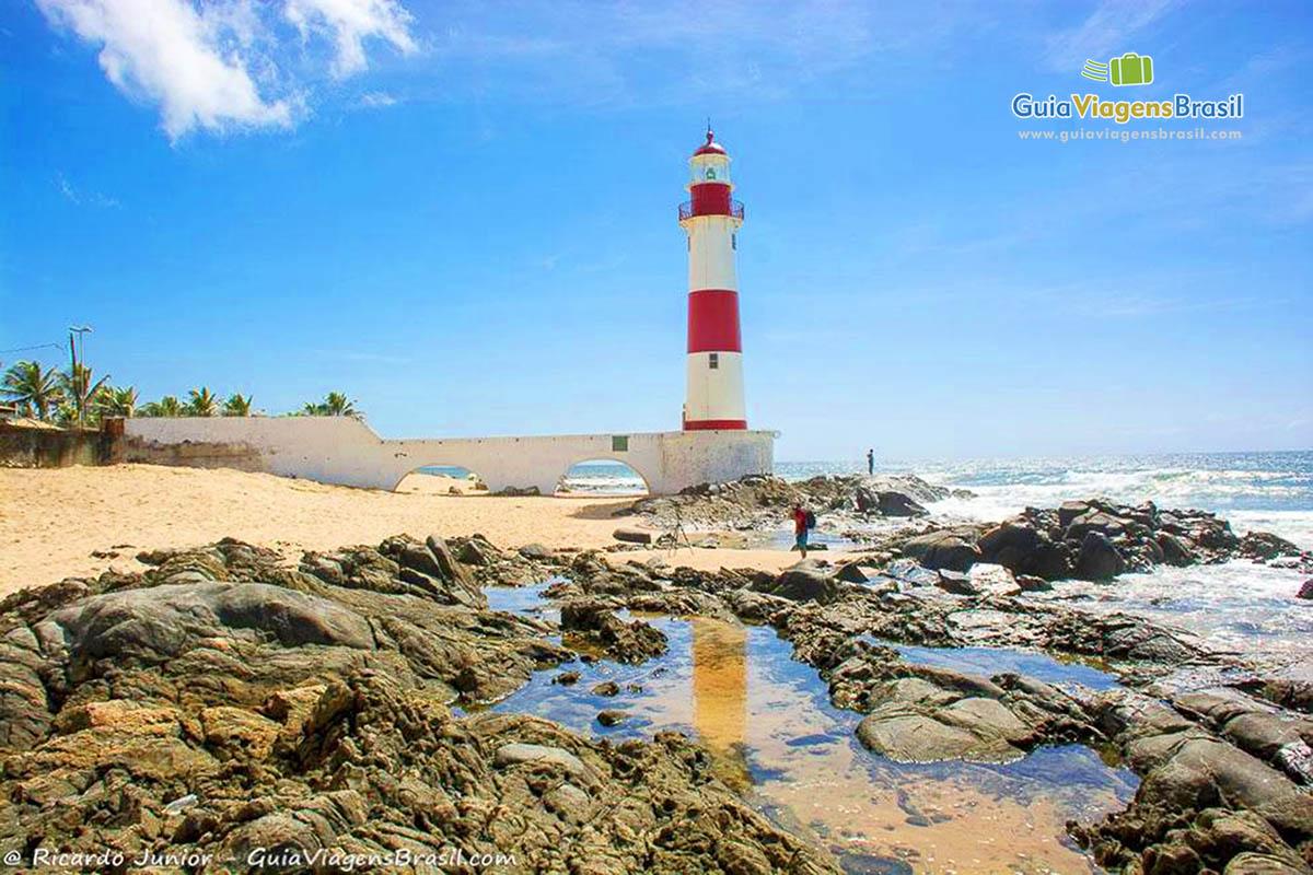 Foto do Farol da Praia de Itapuã, Salvador, BA.