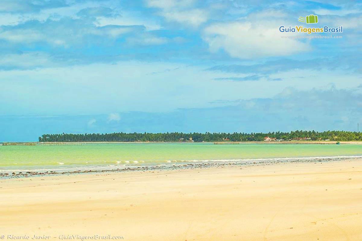 Foto mar esverdeado da Praia de Ipioca, Maceió.