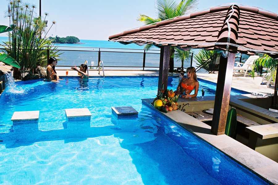 Foto da piscina externa do Hotel Villa do Mar.