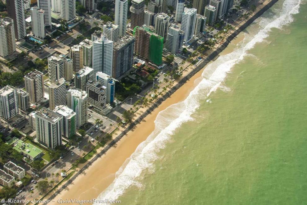Foto aérea da orla da Praia de Boa Viagem.