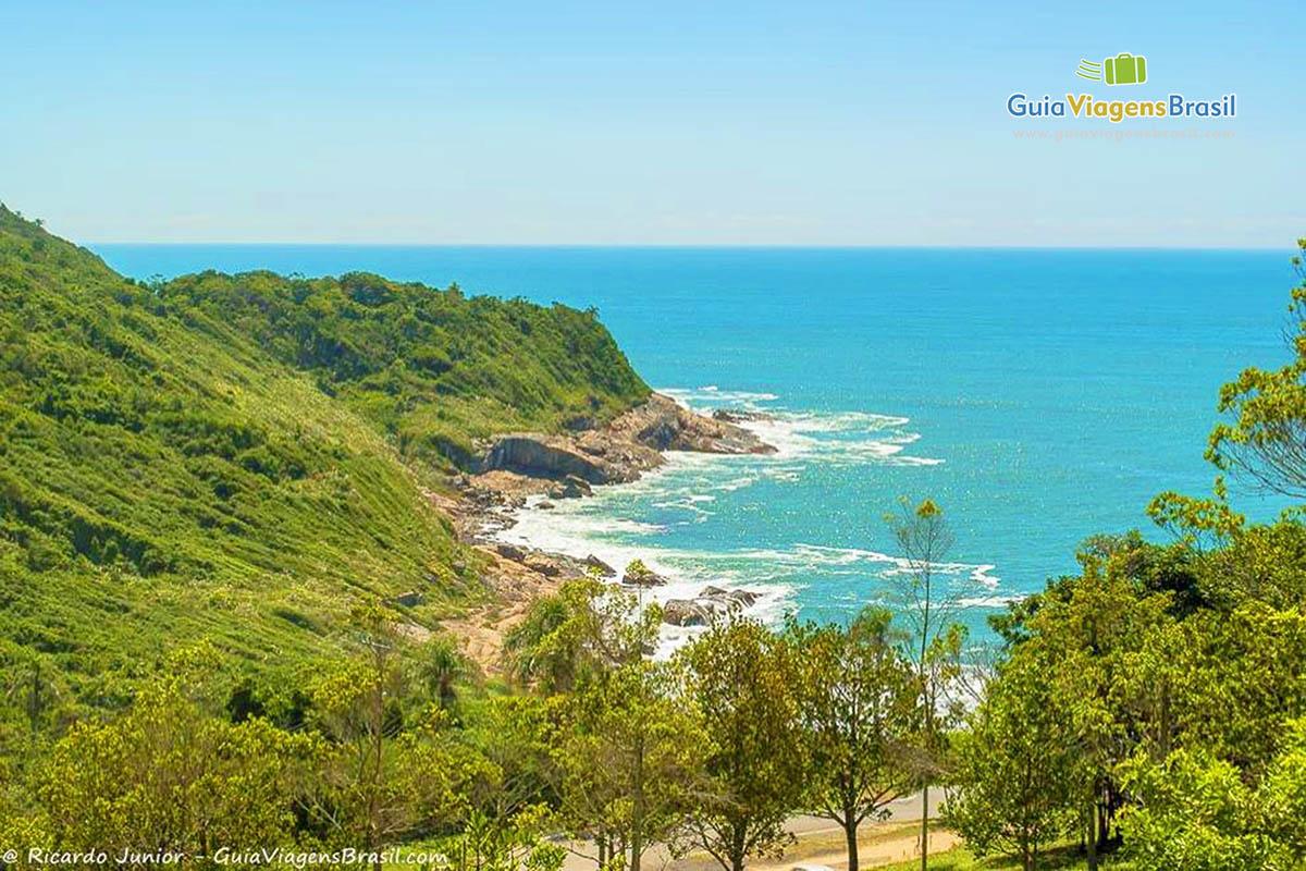Foto orla da Praia do Pinho, SC.
