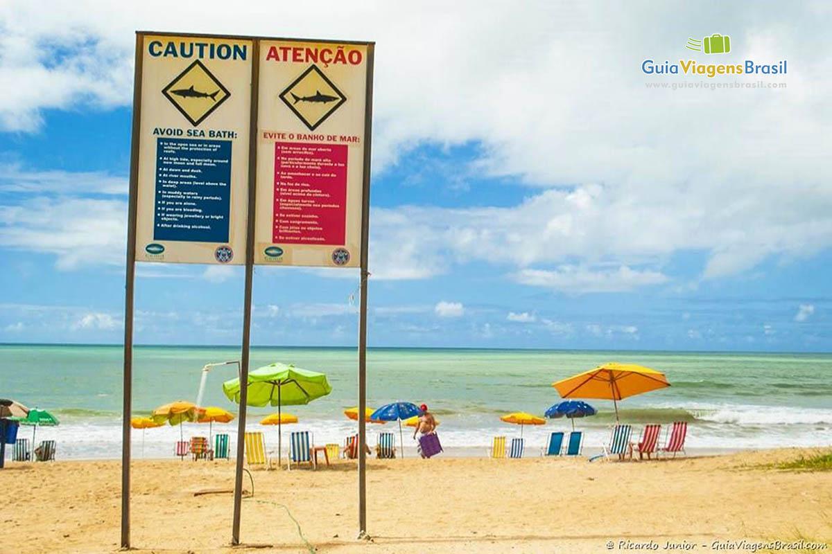 Foto placa alerta de tubarões, Praia de Boa Viagem, PE.