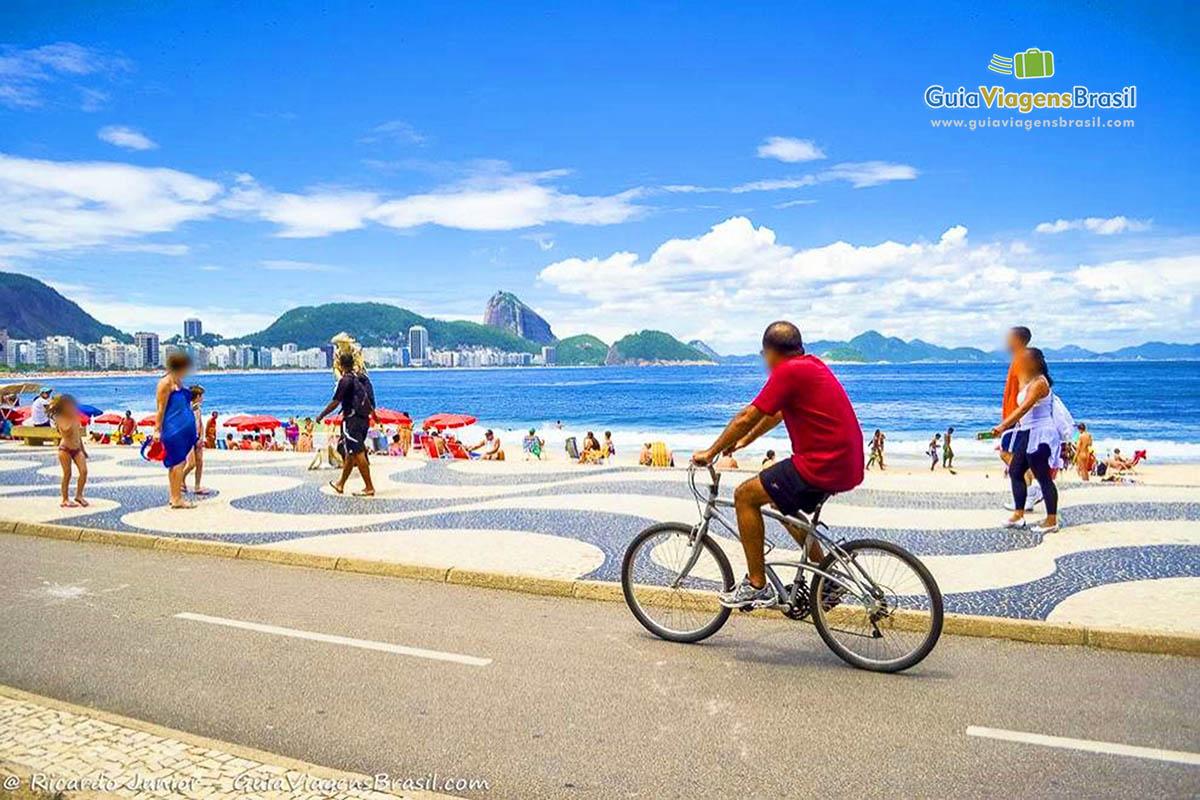 Foto calçadão de Praia de Copacabana, Rio de Janeiro, RJ.
