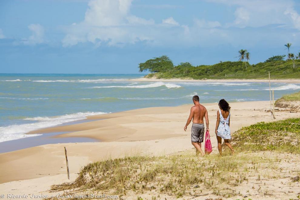Foto da preservada Praia Ponta de Itaquena, Trancoso, BA.