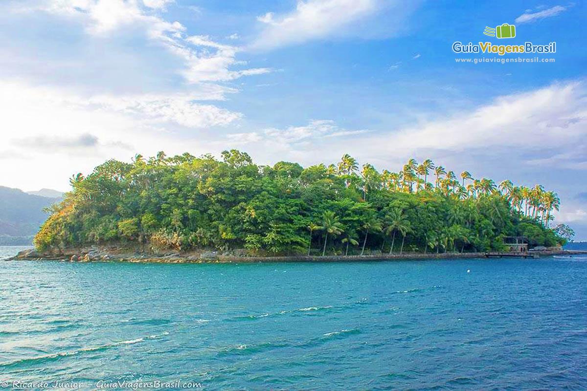 Foto bela Ilha das Cabras, em Ilhabela, SP.