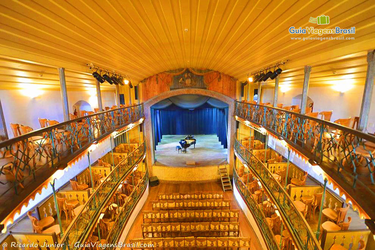 Foto interior do belo Teatro Municipal de Ouro Preto, MG.
