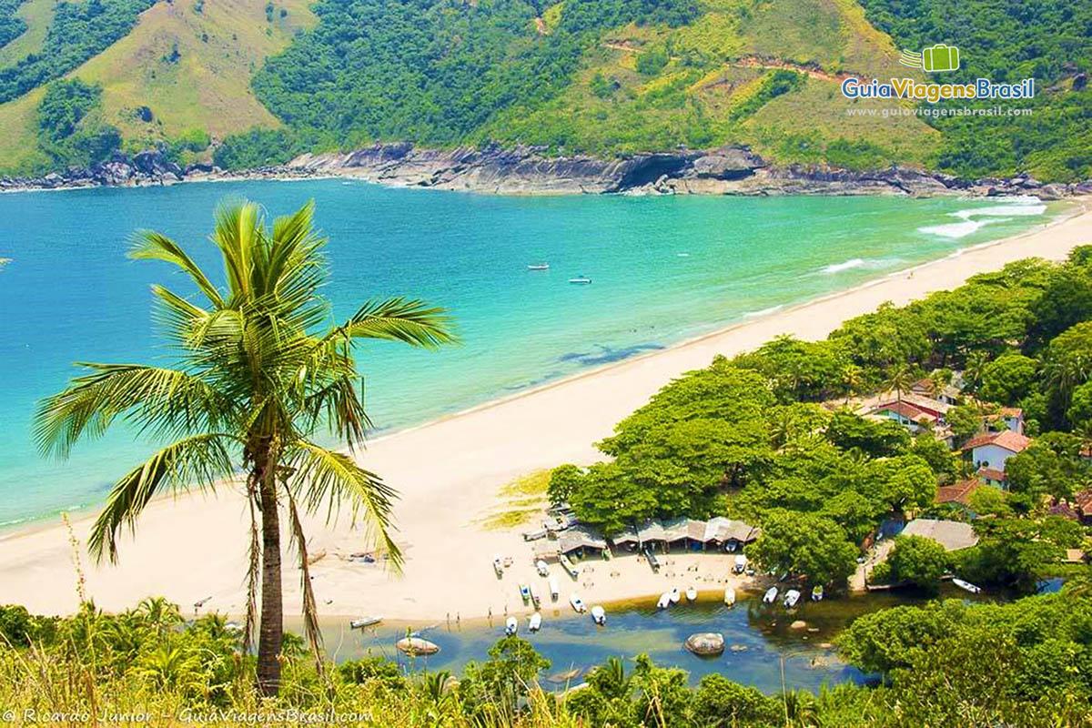 Foto orla Praia do Bonete, Ilhabela, SP.