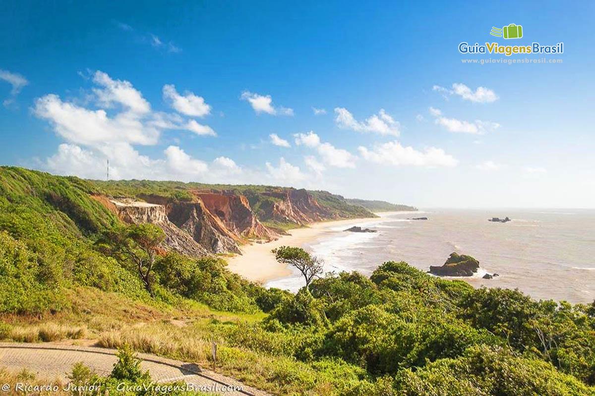 Foto orla do mirante da Praia de Tambaba, PB.