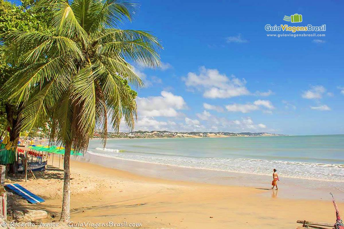 Foto mar azul na Praia de Ponta Negra, Natal, RN.