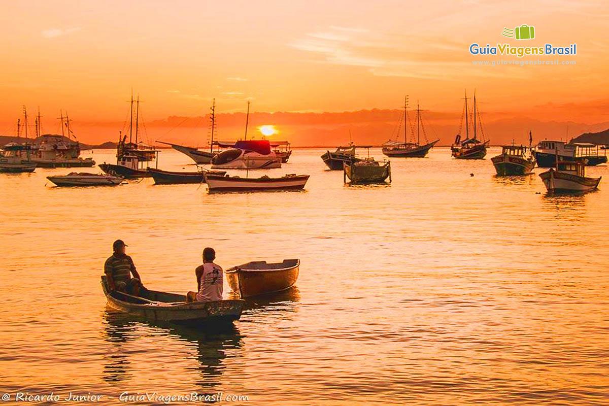 Foto pôr do Sol na Praia da Armação, Búzios, RJ.