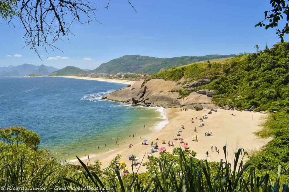 Foto da paradisíaca Praia do Sossego, RJ.