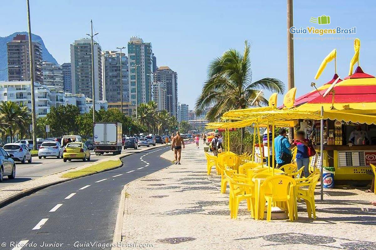 Foto quiosque orla Barra da Tijuca, Rio de Janeiro, RJ.