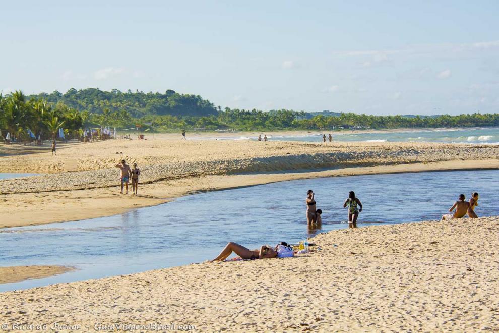 Foto rio e mar da Praia de Nativos, Trancoso, BA.