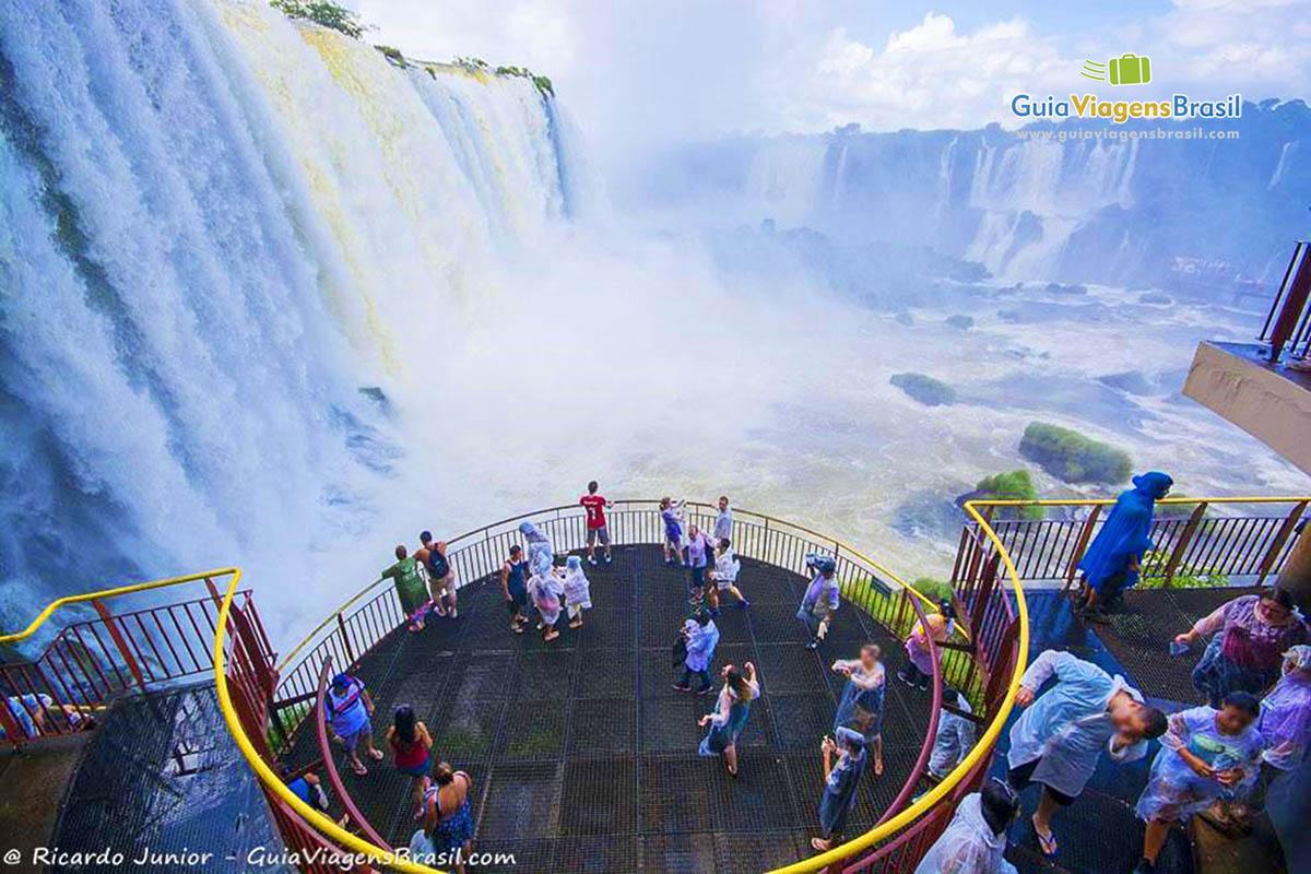 Foto queda d'água do Parque Nacional do Iguaçu, PR.