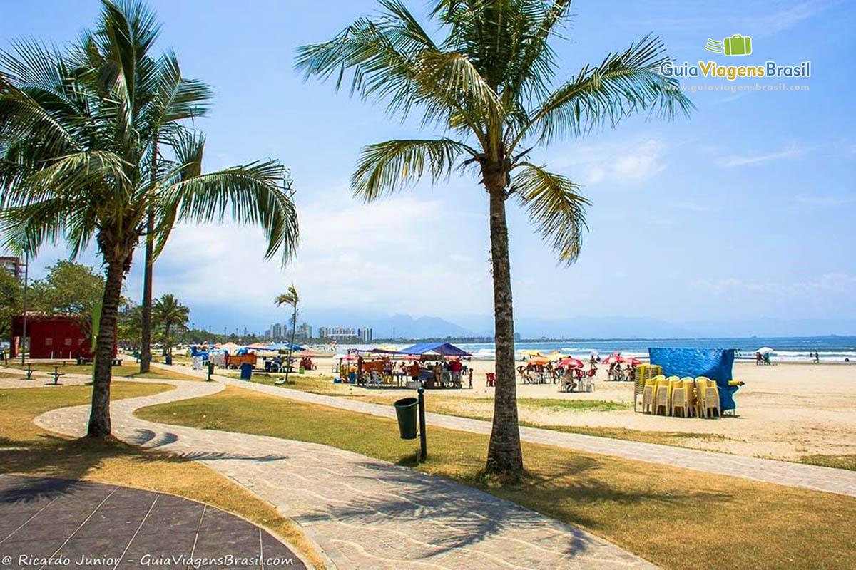 Foto orla Praia da Enseada, Bertioga, SP.