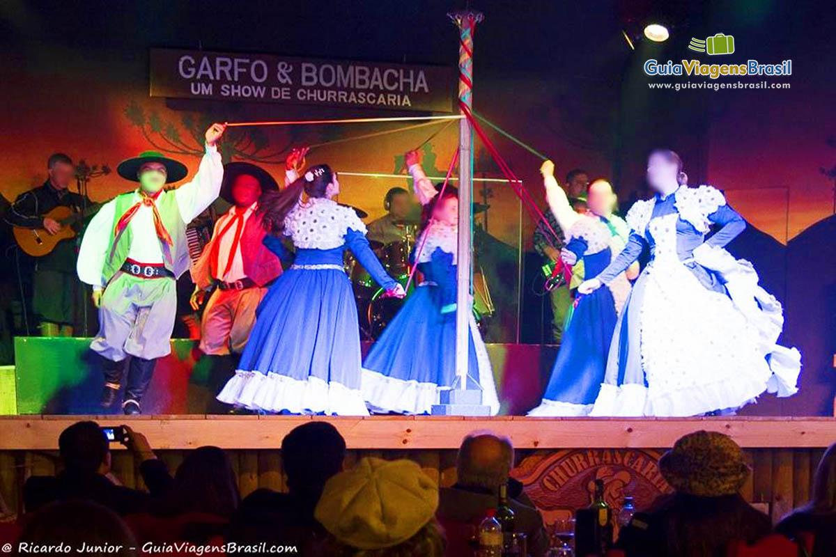 Foto dança típica gaúcha, Gramado, RS.