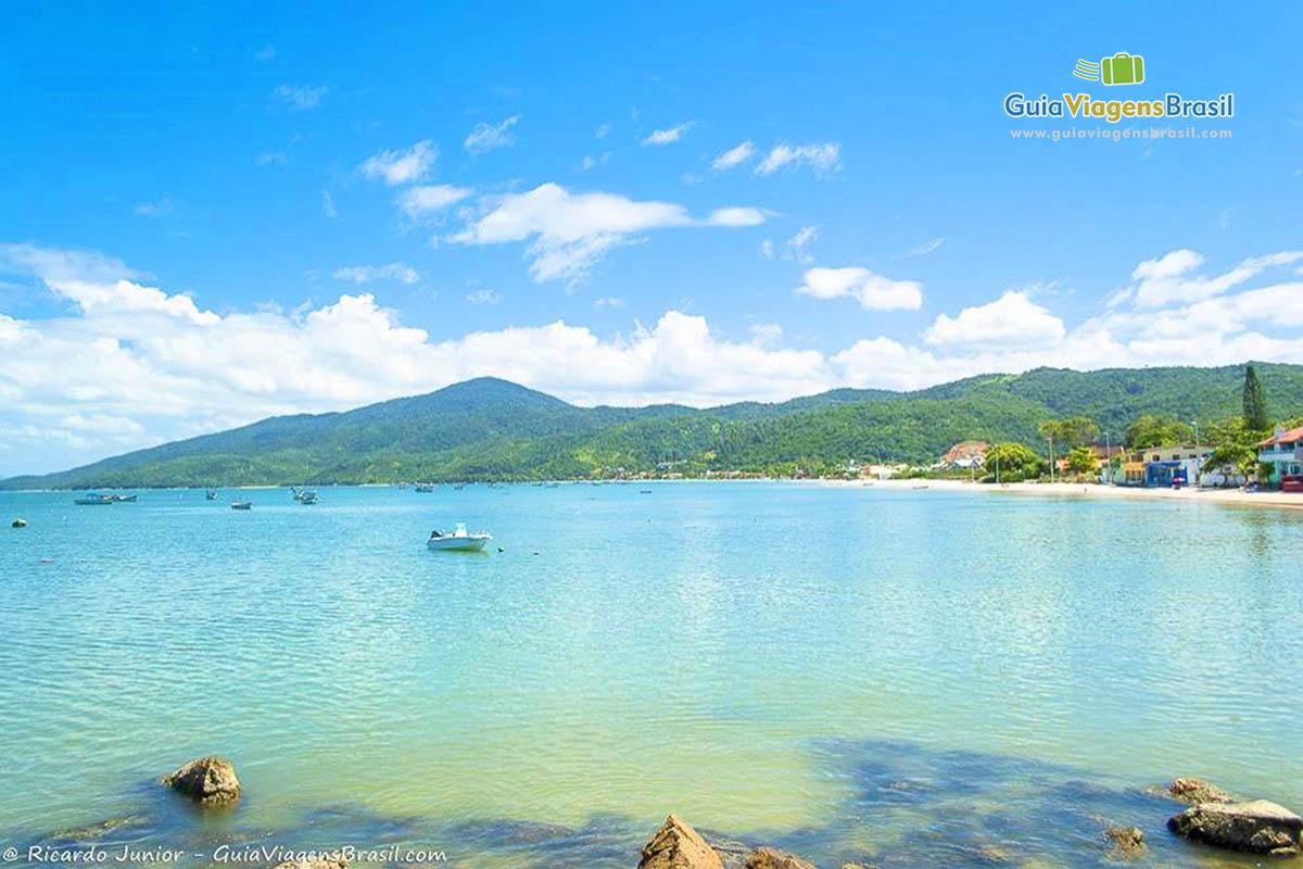 Foto mar Praia Canto Grande, em Bombinhas, SC.