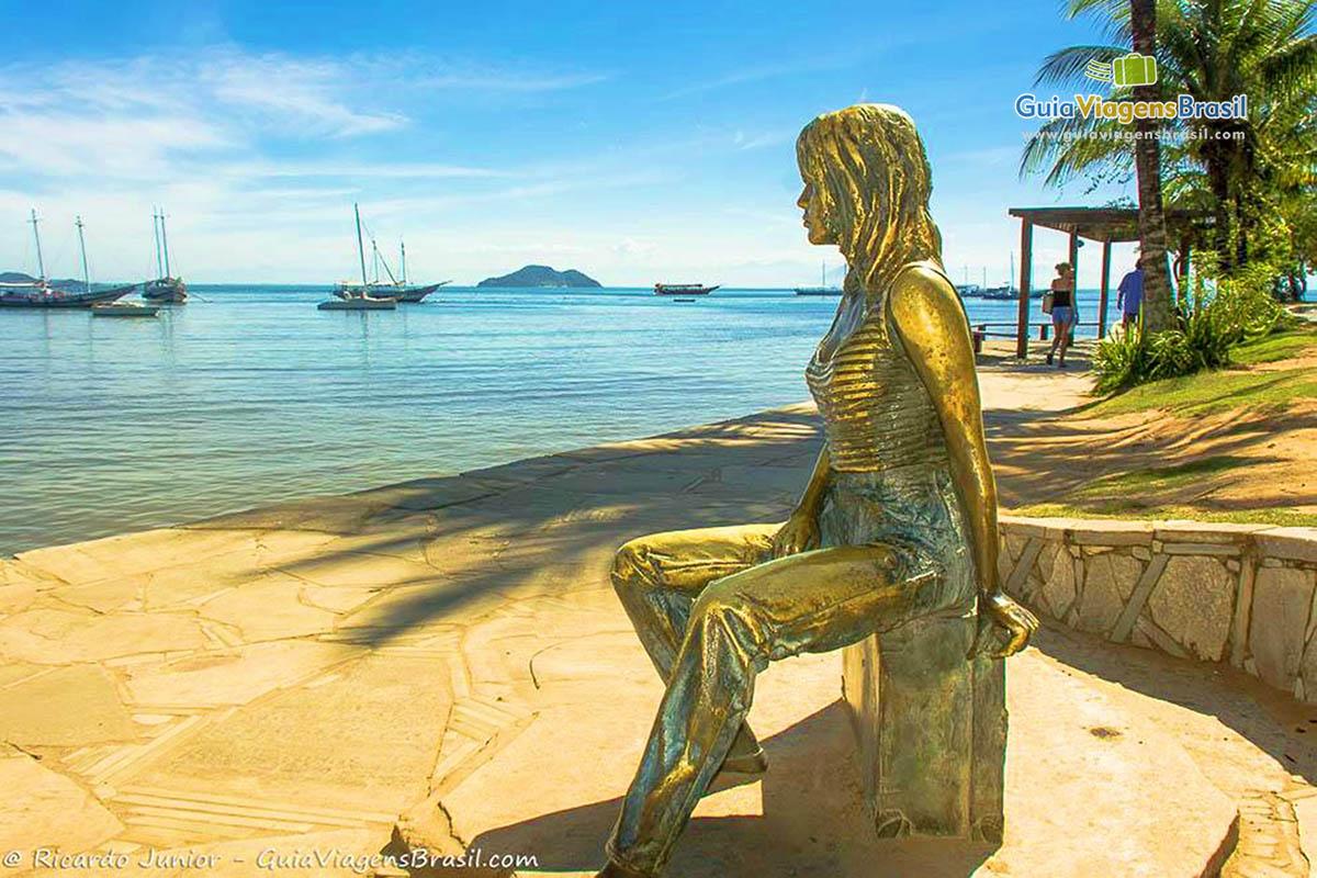Foto estátua de Brigitte Bardot, Búzios, RJ.