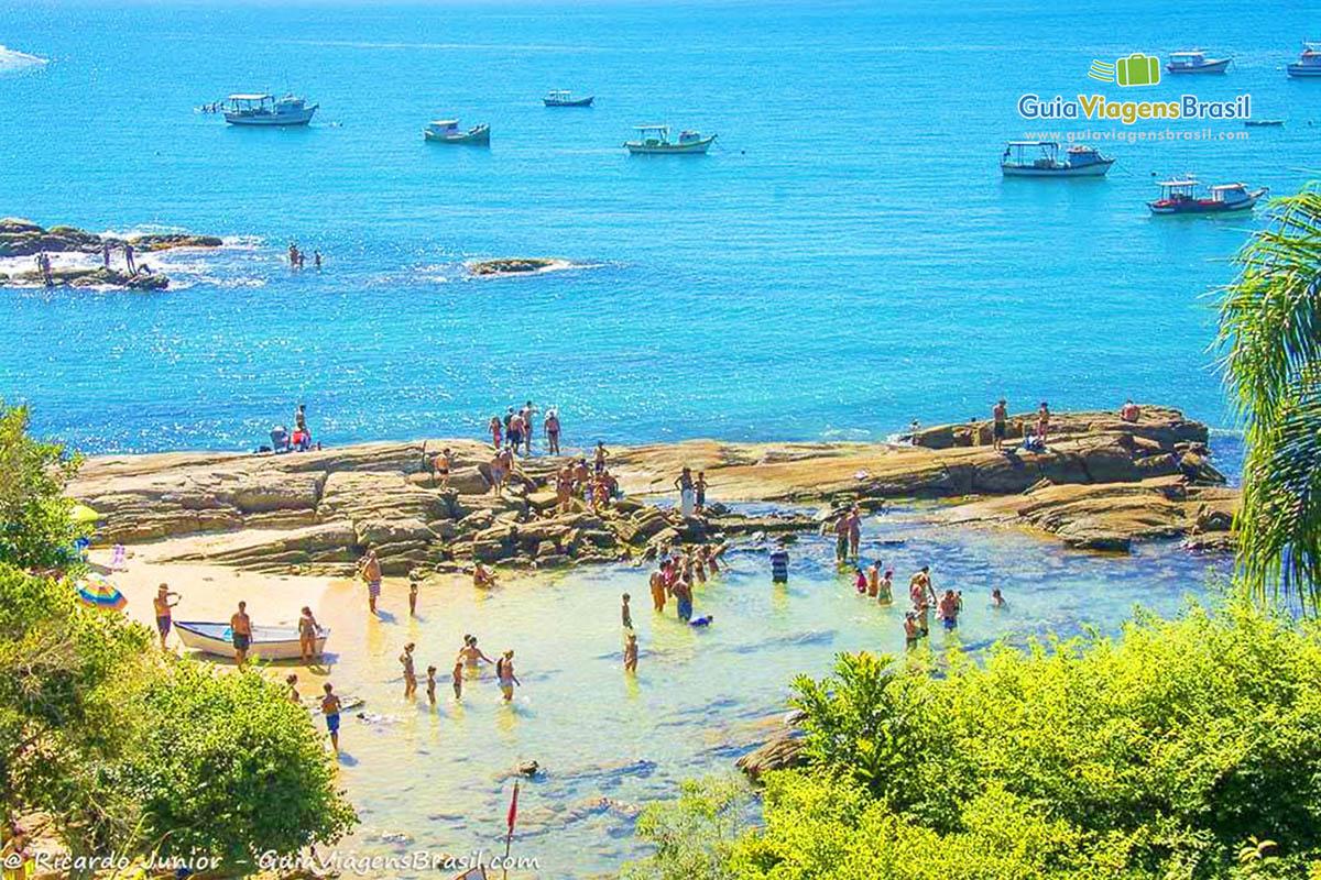 Foto piscina natural Praia da Lagoinha, Bombinhas, SC.