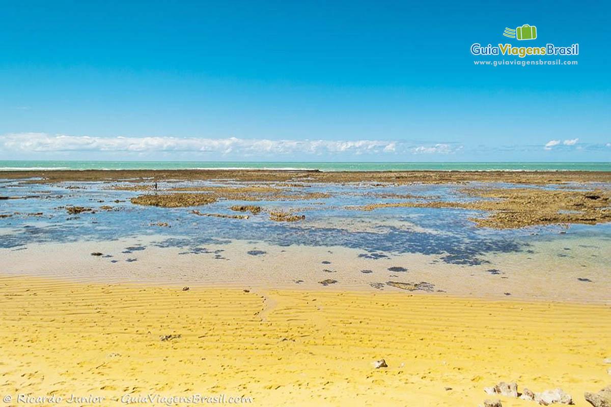 Foto piscinas naturais Praia dos Amores, BA.