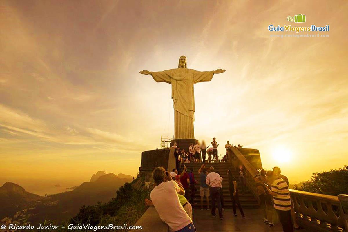 Foto pôr do Sol no Cristo Redentor, no Corcovado, Rio de Janeiro, RJ.