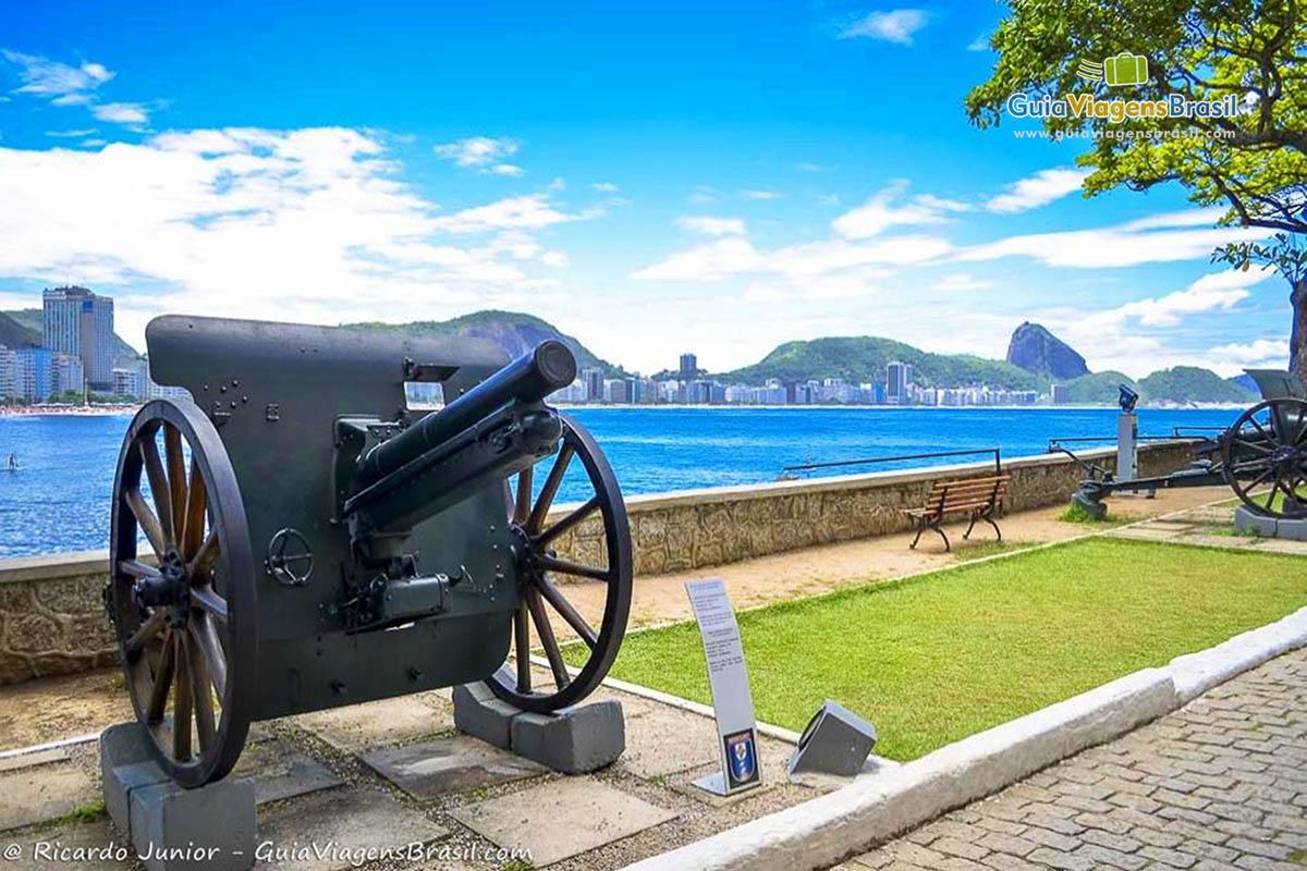 Foto de um canhão no Forte de Copacabana, Rio de Janeiro, RJ.