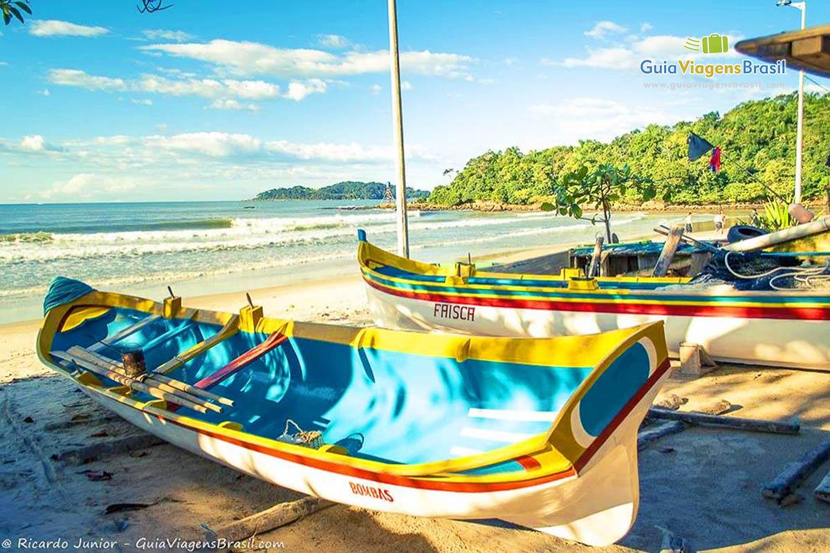 Foto barcos de pesca Praia de Bombas, Bombinhas, SC.