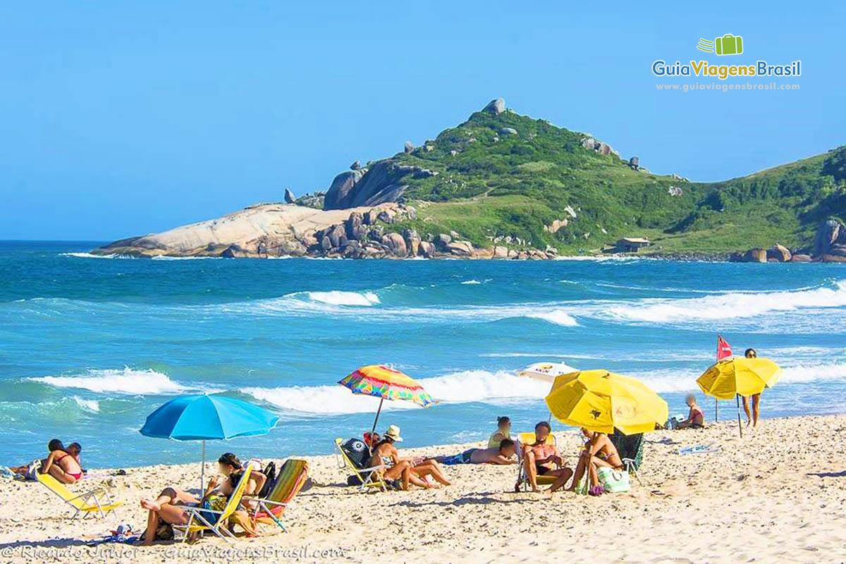Foto turistas na Praia Mole, Florianópolis, SC.