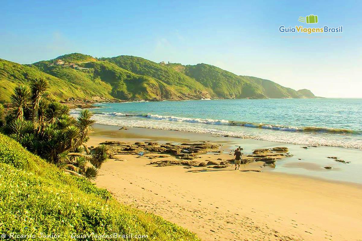 Foto orla da Praia Brava, em Búzios, RJ.