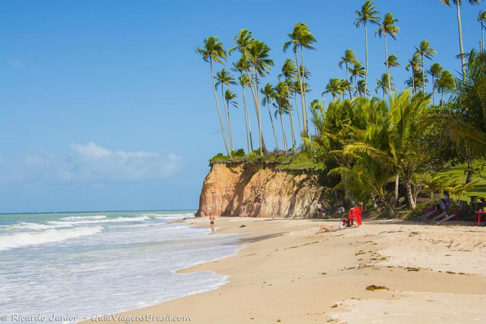 Foto orla da Praia Barra do Cahy, em Cumuruxatiba, BA.