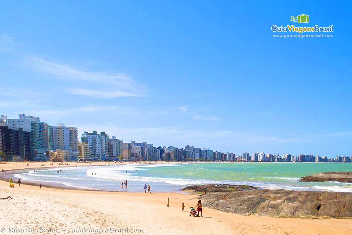 Foto orla da Praia do Morro, Guarapari, ES.