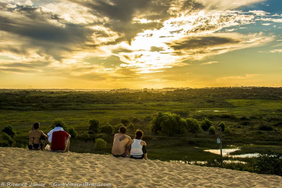 Foto Pôr do Sol das dunas em Itaúnas, ES.