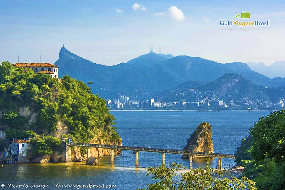 Foto vista do Rio de Janeiro a partir de Niterói, RJ.