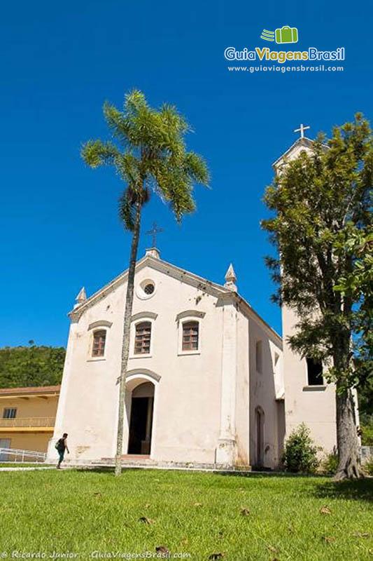 Foto da Igreja Matriz Bom Jesus dos Aflitos, em Porto Belo, SC.
