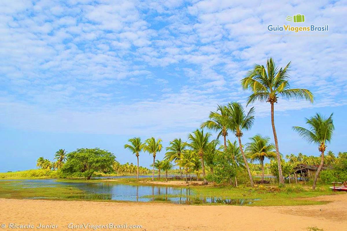 Foto lagoa na Praia do Cardeiro, em São Miguel do Gostoso, RN.