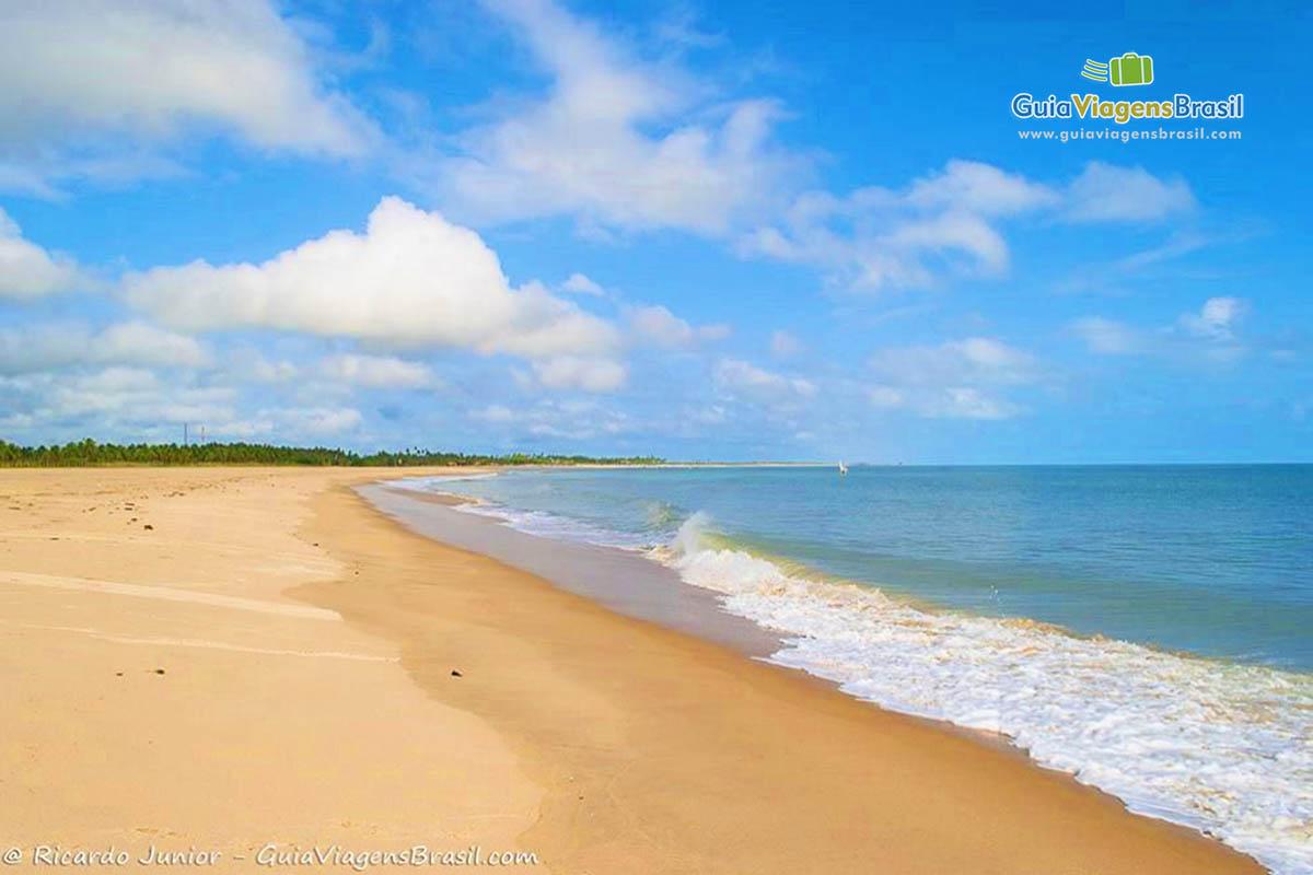 Foto orla da Praia Ponta de Santo Cristo em São Miguel do Gostoso, RN.