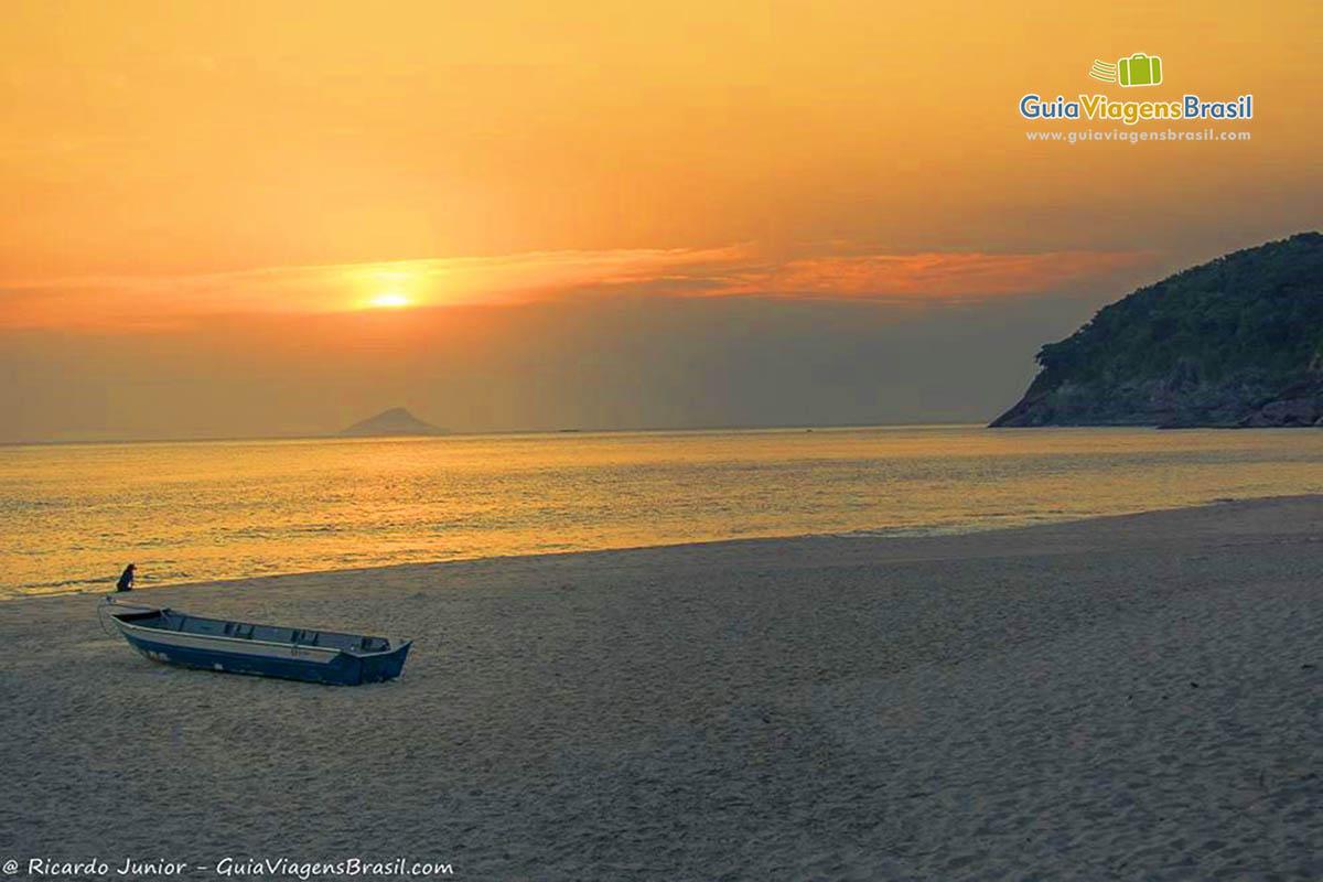Foto pôr do Sol da Praia Santiago, em São Sebastião, SP.