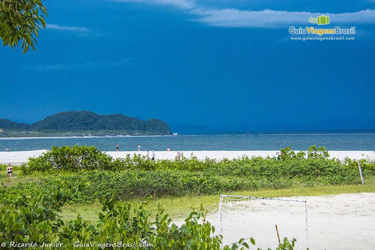 Foto praia do Istmo, na Ilha do Mel, PR.