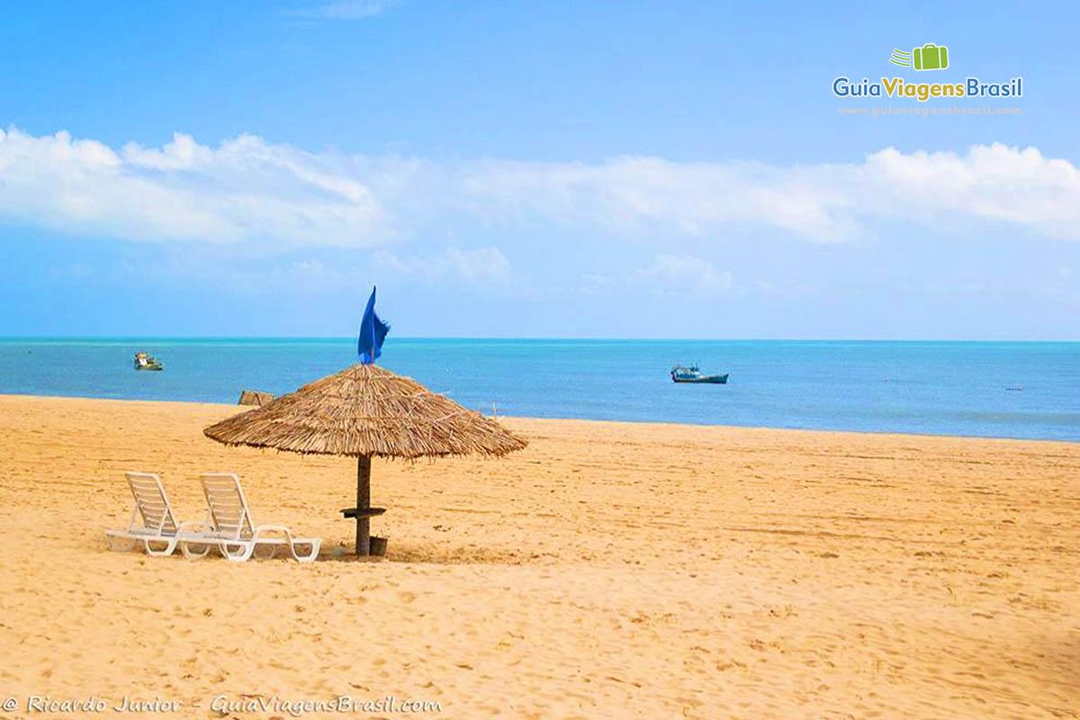 Foto de um quiosque de palha na Praia do Maceío, São Miguel do Gostoso, RN.