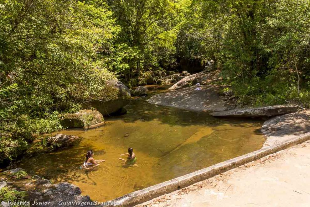 Imagem de amigas nas guas da piscina natural em ubatuba for Piscina natural de riosequillo