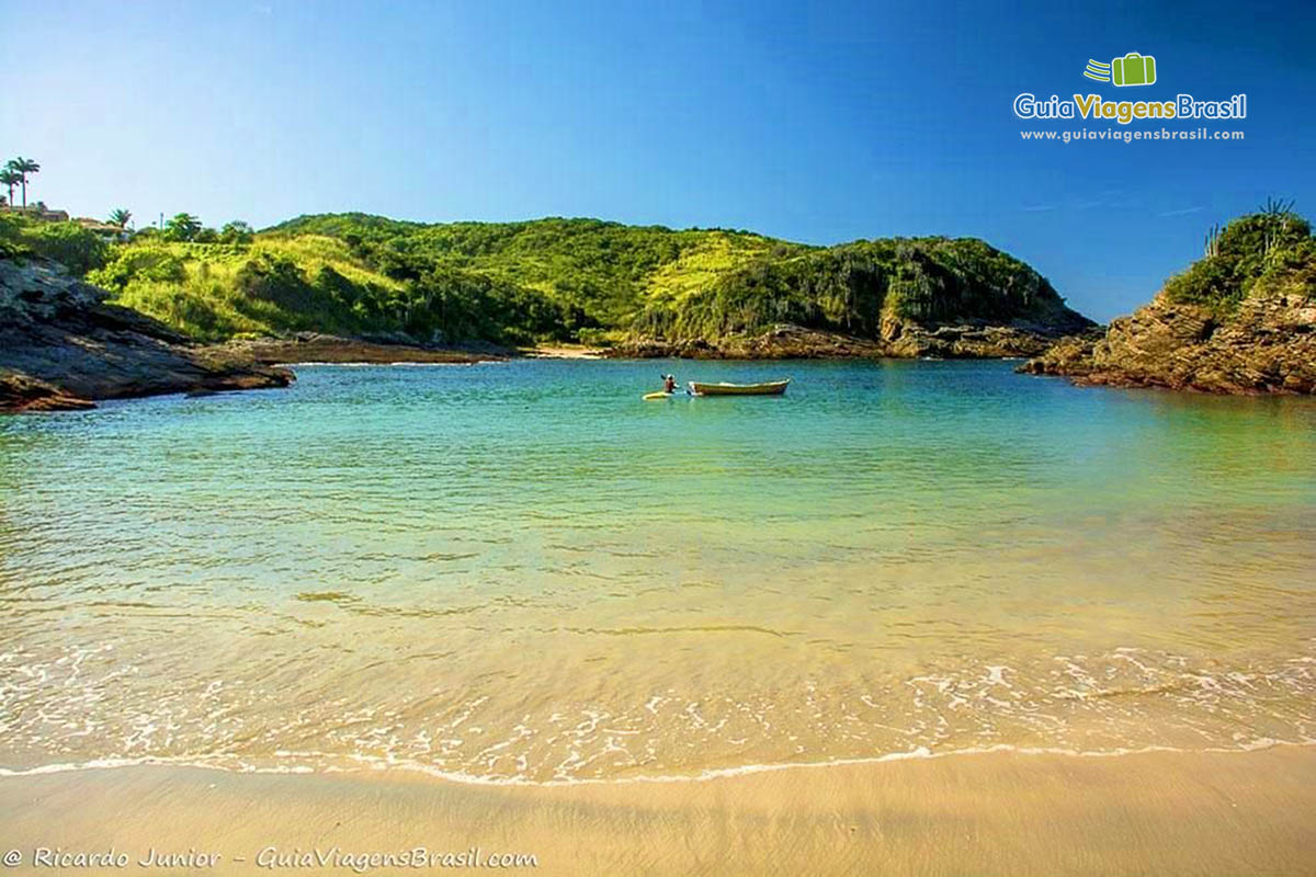 Lupa Ampliação da Imagem Imagem das águas transparentes da Praia  Ferradurinha 3b8bd324fff