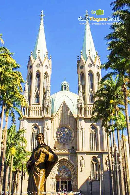Imagem da Catedral da Sé, é a maior igreja de São Paulo, foi restaurada entre 2000 e 2002, em São Paulo, Brasil.