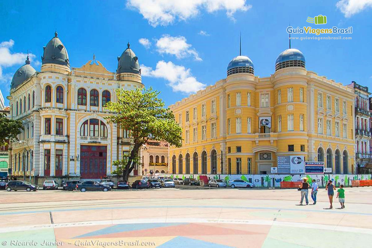 Imagem do Centro Histórico do Recife visto do Marco Zero.