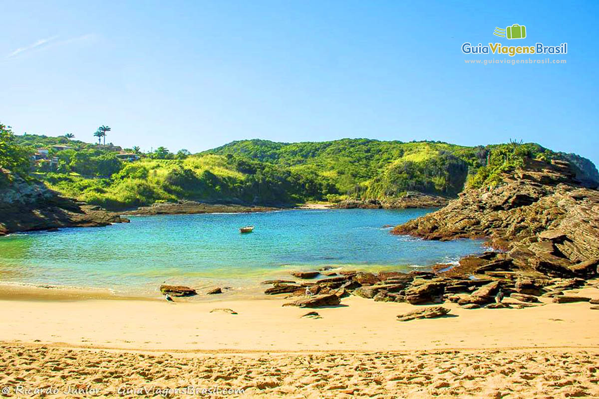 Imagem da encantadora e charmosa Praia Ferradurinha. 6fae14178d9